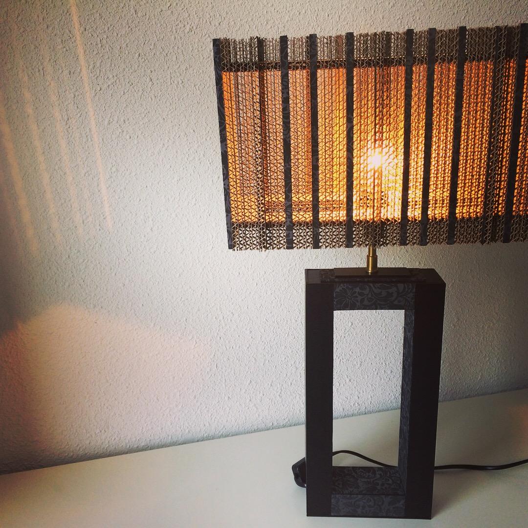 un abat jour pour mon pied de lampe lpb carton. Black Bedroom Furniture Sets. Home Design Ideas